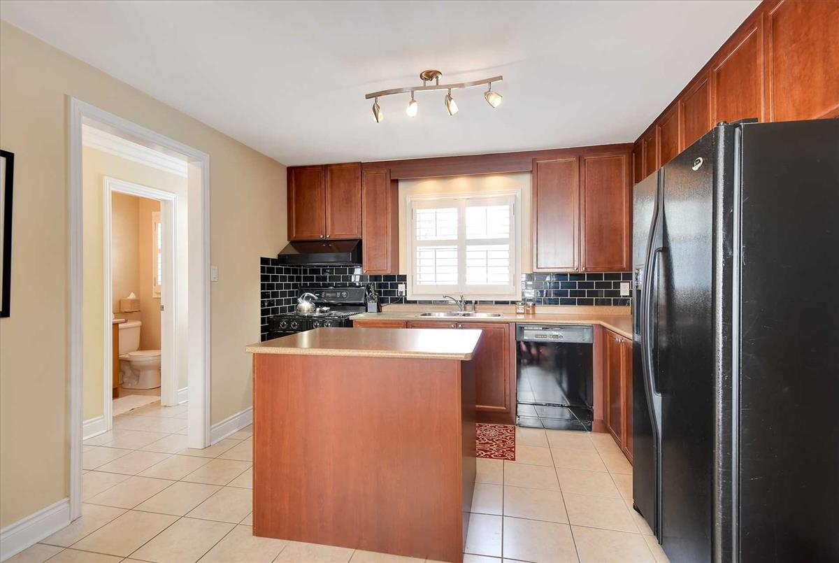 60 Stockdale Cres Richmond Hill Omid Valinasab